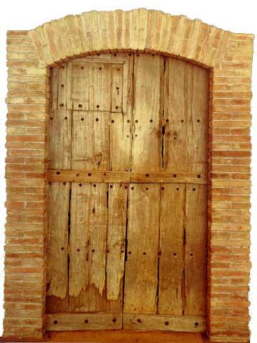 Holztür außen  Die Tür führt zum Ziel